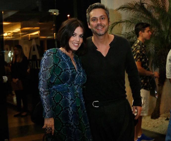 Alexandre Nero e a mulher, Karen Brusttolin, chegam ao evento (Foto: Raphael Dias/Gshow)