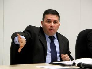 Secretário diz que uso de cartão deve reduzir índices de assaltos em ônibus  (Foto: Suelen Gonçalves/G1 AM)