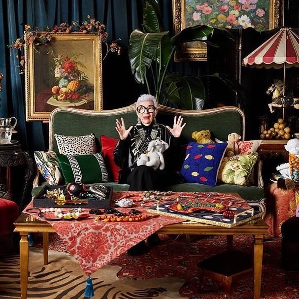 Iris Apfel em sua casa (Foto:  Frank Tribble/Reprodução)