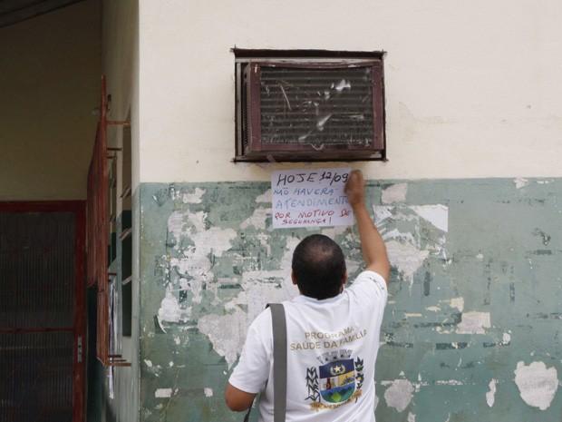 Posto de saúde na Chatuba permenece fechado nesta quarta-feira (Foto: Marcos Tristão / Ag. O Globo)