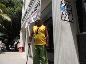 Luiz Carlos sofreu cinco AVCs e tenta uma resposta do INSS desde o dia 31 de agosto (Foto: Thays Estarque/ G1)