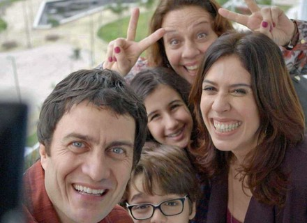 Luís Fernando leva a família para conhecer apartamento novo