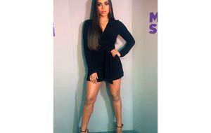 Anitta aposta em visual Kardashian e posa de cabelos longos