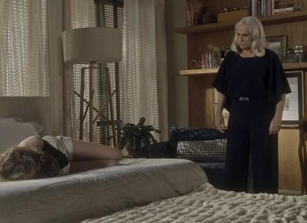 Camila conta a Mág seu caso com Tião e toma tapa na cara