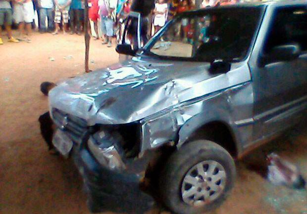 Fiat em que os suspeitos estavam ficou avariado após ser interceptado pela PM (Foto: Divulgação/Polícia Militar do RN)