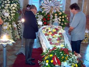 Velório de Ubiratan Castro, em Salvador (Foto: Reprodução/TVBahia)