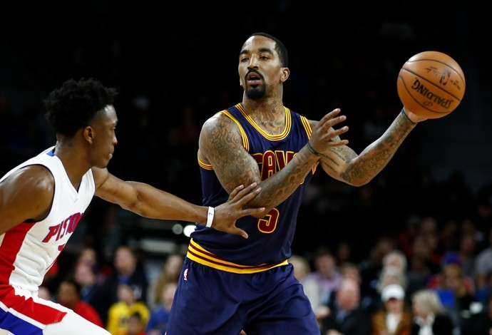 Recuperado, JR Smith voltou a atuar pelo Cleveland Cavaliers diante do Detroit Pistons (Foto: Getty Images)