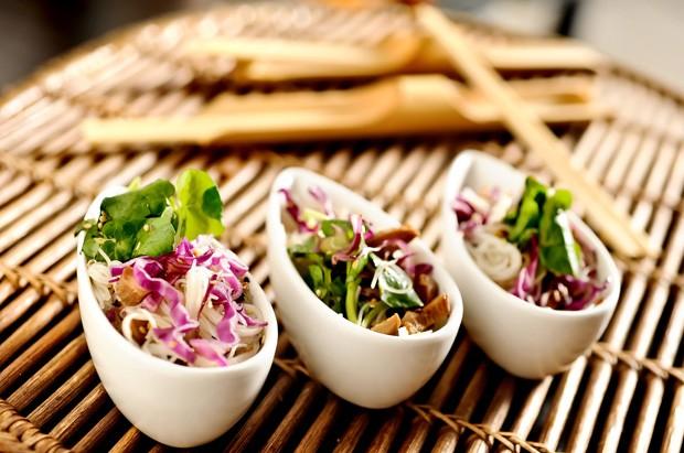 Receita: Salada com macarrão de arroz para o Ano Novo (Foto: Tadeu Brunelli / divulgação)