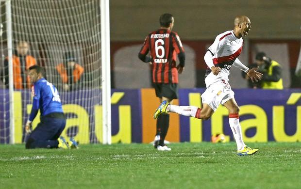 Dinei gol do Vitória contra o Atlético-PR (Foto: Heuler Andrey / Agência Estado)