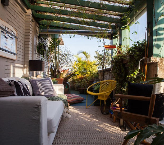 A área externa é tão aconchegante que nos remete ao clima de interior (Foto: Lufe Gomes/Life by Lufe)