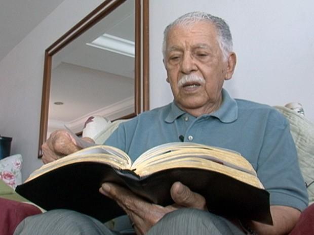 Pastor Feliciano Amaral é o cantor mais velho no mundo que ainda está na ativa (Foto: Reprodução/TV Gazeta)