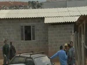 Ministério do Trabalho embarga obra por condições precárias em Taubaté (Foto: Reprodução/ TV Vanguarda)