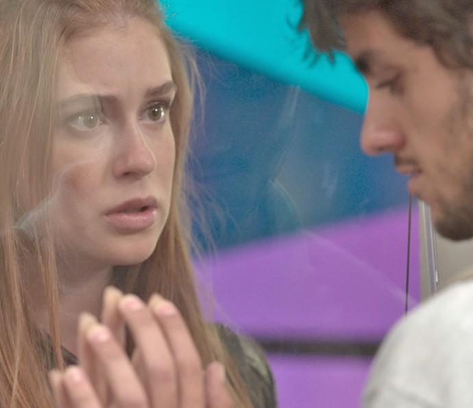 Eliza fica balançada ao encontrar Jonatas (Foto: TV Globo)