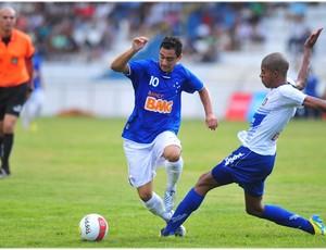 Daniel em ação no primeiro jogo contra o São Caetano (Foto: Claudio Capucho / PMSJC)