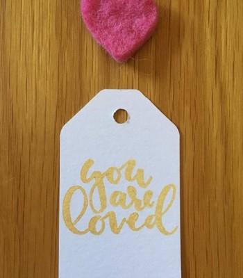 Escolha um papel grosso, para a tag durar pra sempre (Foto: @dandyliondesignsuk)