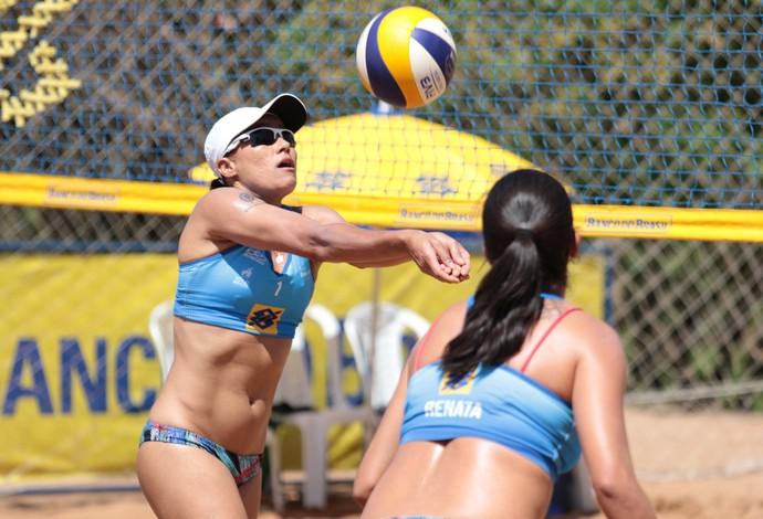 Val e Renata, finalistas da etapa de Campo Grande do Circuito Brasileiro de Vôlei de Praia (Foto: Divulgação / CBV)