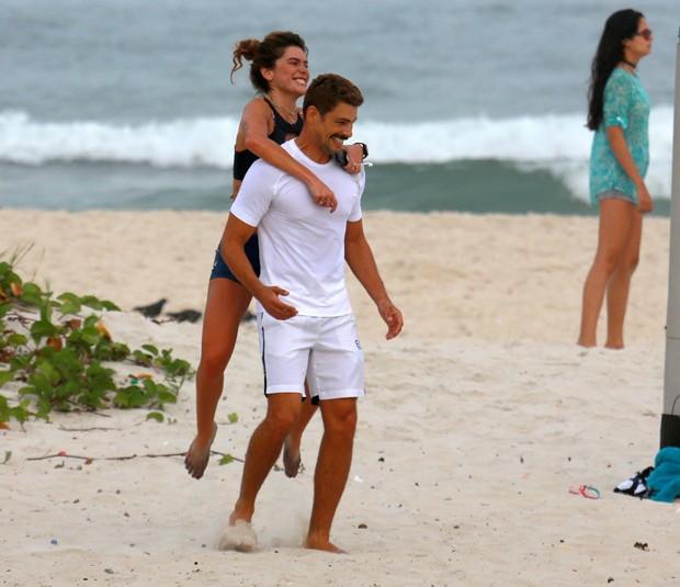 mariana Goldfarb e Caua Reymond na praia (Foto: AG NEWS)