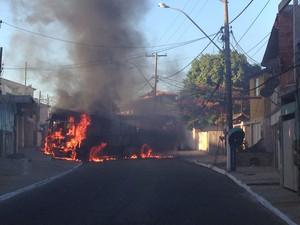 Incêndio Cabo Frio (Foto: Heitor Moreira)