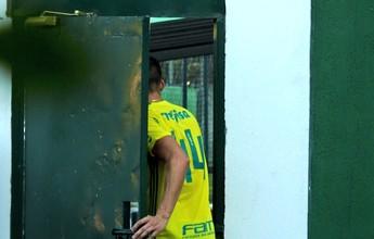 Tobio reaparece com camisa de treino e tem futuro indefinido no Palmeiras