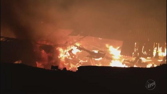 Fábrica de estofados fica destruída após incêndio em Andradas, MG