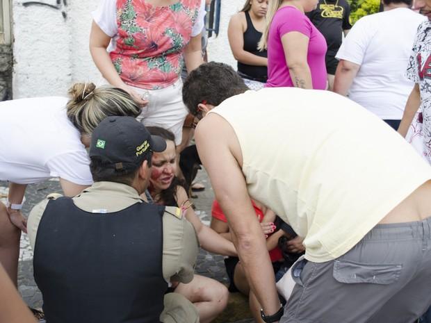 Mulher fica ferida durante ventania em Santos (Foto: Filipe Rosa / VC no G1)
