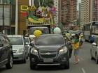 Grupo protesta contra o governo em carreata pelas ruas de Belém