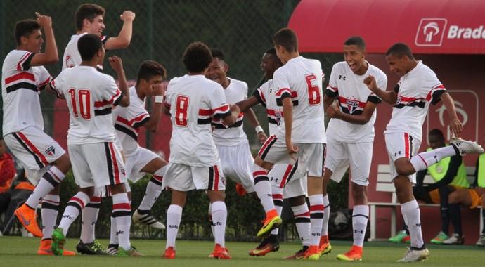 São Paulo sub-17 garantiu vaga na semifinal (Foto:  Igor Amorim/saopaulofc.net)