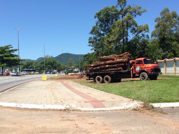 Obras do corredor exclusivo de ônibus de Florianópolis começaram no sábado (24) (Foto: Osvaldo Sagaz/Grupo RBS)