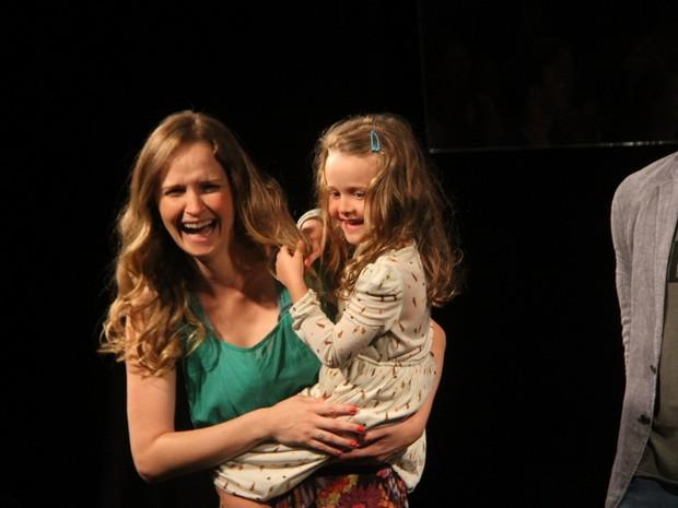 Fernanda Rodrigues e a filha Luiza (Foto:  Daniel Delmniro / AgNews)