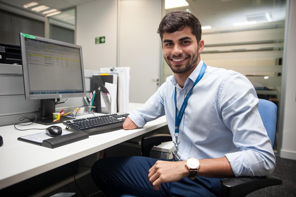 O analista de suporte a treinamento Ricardo Vieira, de 23 anos: sou tão cobrado quando os outros funcionários. (Foto: Fábio Tito/G1)