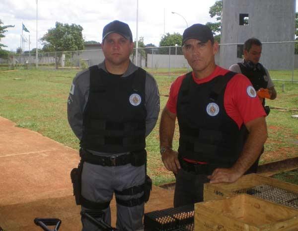 Hélvio Pompilho e um amigo militar antes do acidente que o deixou paraplégico  (Foto: Arquivo Pessoal/Reprodução)