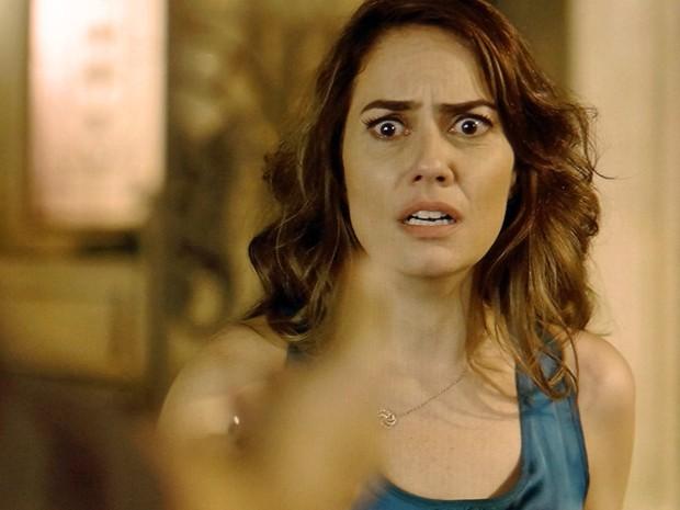 Suzana fica assustada com a presença de Oscar (Foto: TV Globo)