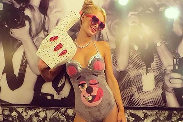 Perez não foi o único: Paris Hilton também usou o traje de Miley Cyrus no VMA com inspiração para sua fantasia. (Foto: Reprodução/Instagram)