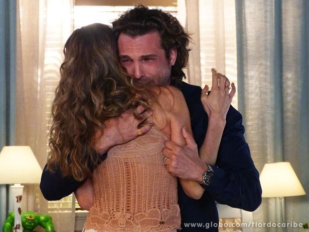 Alberto assusta Ester com seu descontrole (Foto: Flor do Caribe / TV Globo)
