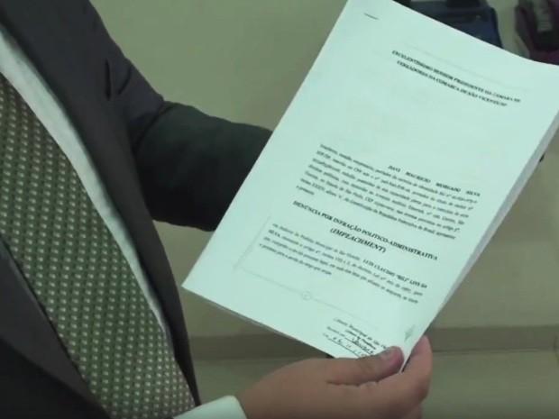Pedido de impeachment foi protocolado nesta sexta-feira (6) (Foto: G1)