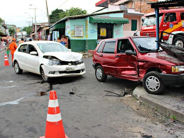 Acidente ocorreu em cruzamento no bairro Alvorada, em Manaus  (Foto: Adneison Severiano/ G1 AM)
