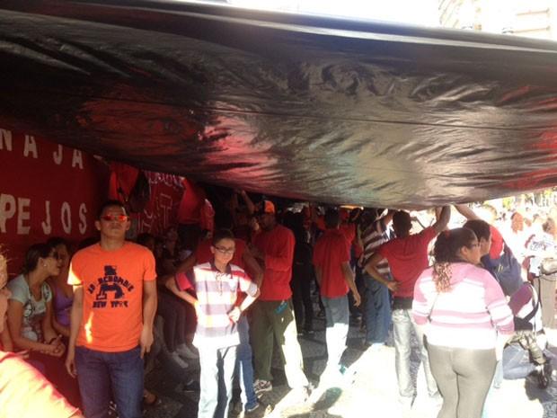 Sem-teto organizam acampamento (Foto: Lívia Machado/G1)