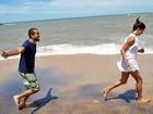 Mar, areia e saúde! Famosos conhecem a Praia da Areia Preta em Guarapari (ES)