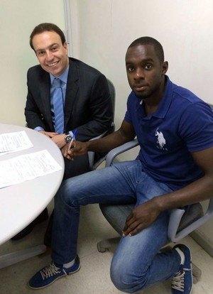 Kléver, goleiro do Fluminense, renova contrato (Foto: Richard Souza)