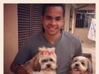 De volta ao Brasil para casar, Dentinho posta foto com seus cães