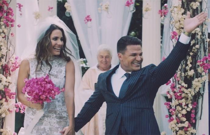 Juliana Knust participa de clipe do cantor Eduardo Costa (Foto: Reprodução)