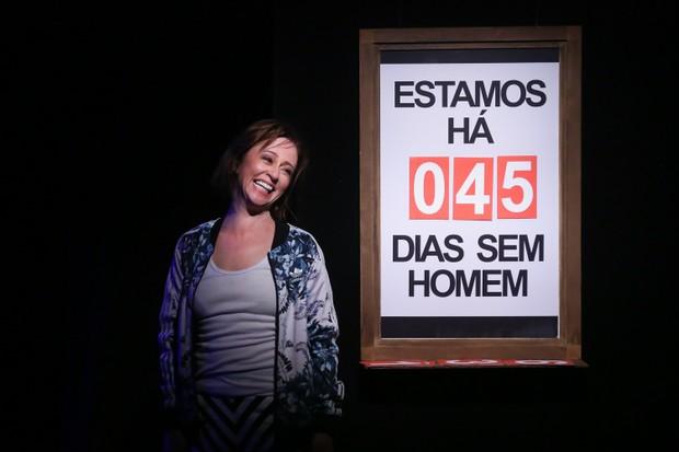 Guta Stresser em cena da peça Ela é Meu Marido (Foto: Roberto Filho / Brazil News)