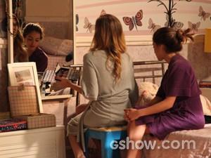 Sofia e Flaviana conversando (Foto: Carol Caminha / Tv Globo)