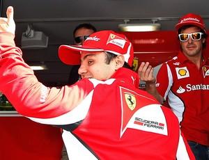 Felipe Massa nos boxes do GP de Mônaco (Foto: AP)