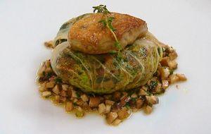 Coxa de pato desfiada na folha de acelga com foie gras