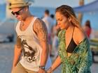 Jennifer Lopez usa biquíni em gravação de clipe na praia