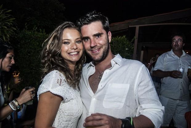 Milena Toscano e namorado em festa de réveillon em Fernando de Noronha  (Foto: Marcelo Loureiro / AgNews)