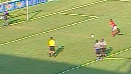 Flamengo nunca perdeu clássico no Estádio Raulino de Oliveira