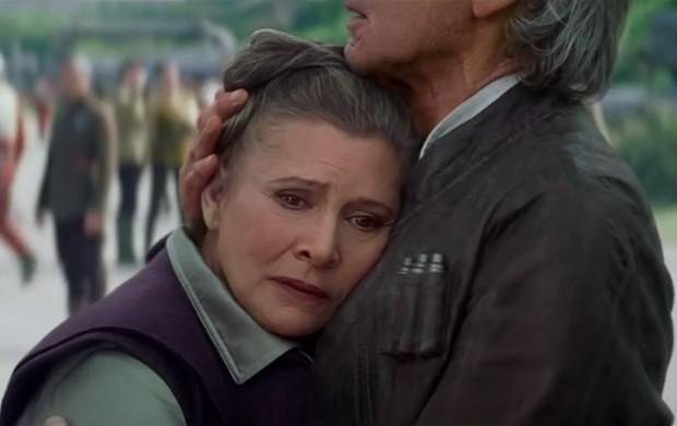 Princesa Leia surge no terceiro trailer de 'Star Wars: Episódio VII'. Mas por que ela está sendo consolada por Han Solo? (Foto: Reprodução/YouTube/Star Wars)