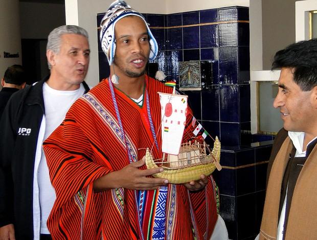 Ronaldinho Gaúcho tem que abrir mão da tradicional boina (Foto: Leonardo Simonini)